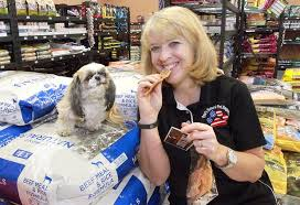 Dorothy Hunter eats Pet Food on Animal Radio