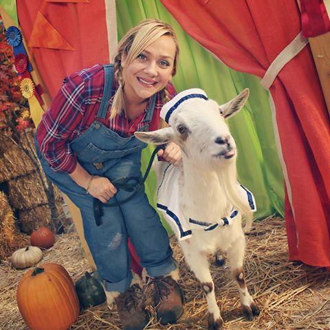 Nicole Sullivan is on Animal Radio
